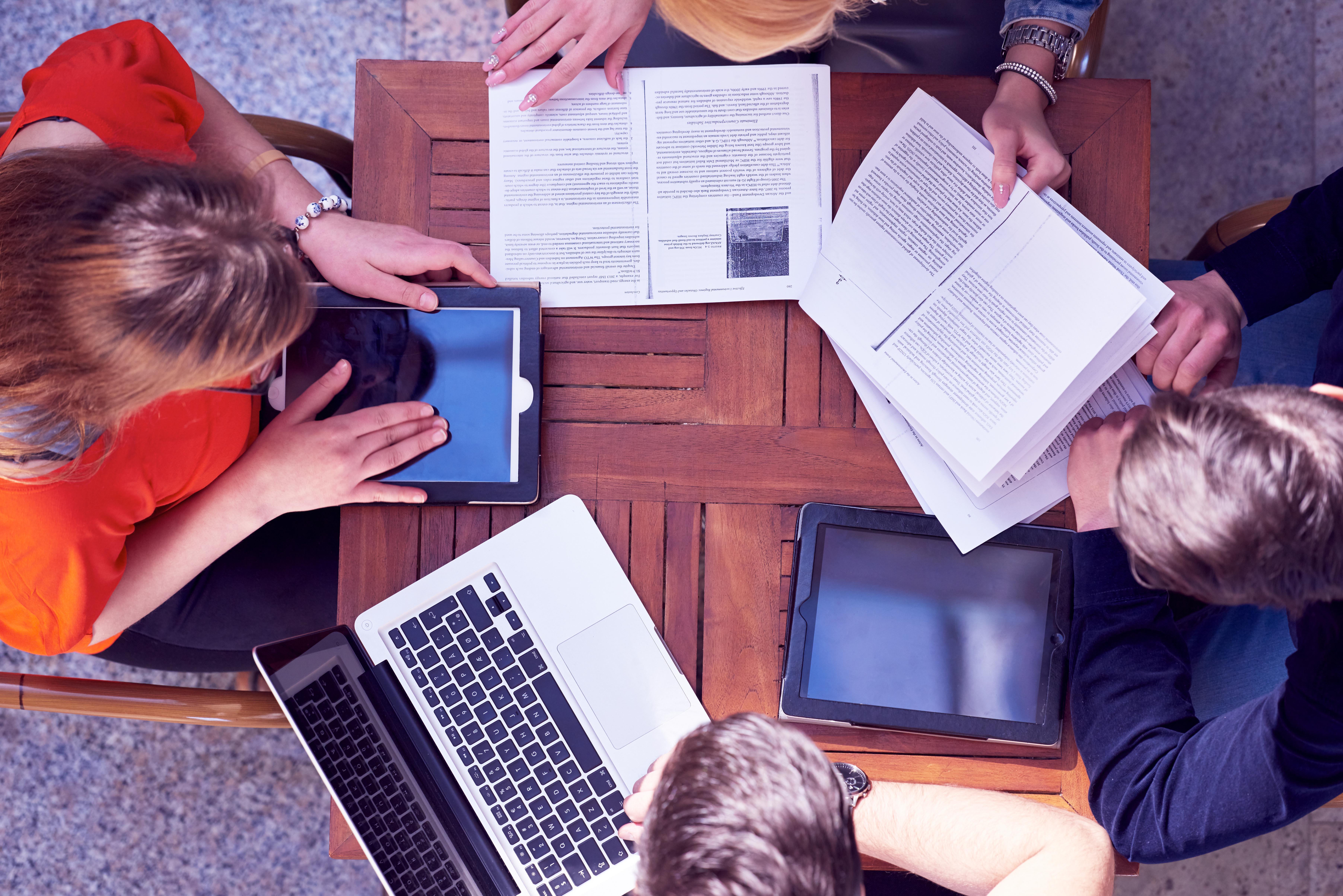 études études Est-ce que ça vaut le coup de faire des études ? e  tudes